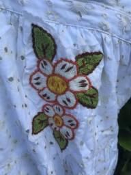 Vestido com lindo detalhe em flor da marca bambu, comprado no aeroporto de salvador