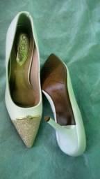 Sapato branco com dourado noiva semi-novo
