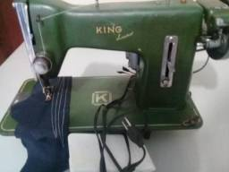 Maquina de Costura Domestica Funcionando Perfeitamente