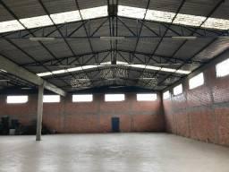 Alugo Barracão 900 m2 Excelente localização