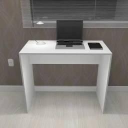 Mesa/escrivaninha multiuso