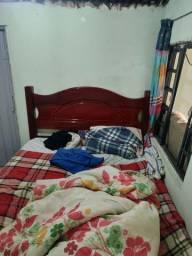 Vendo uma cama de casal para desocupar lugar semi nova o colchão vai junto meia boca