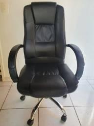 Cadeira de Escritório - estofado imita couro
