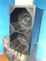 Vendo caixa de som com dois alto falante de 12,