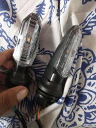 Par pisca LED R$150