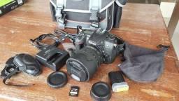 Título do anúncio: Câmera Nikon D7000 com bolsa profissional