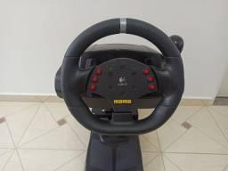 Volante Logitech Momo Racing com force feedback
