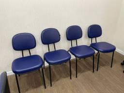 Cadeira em couro sintetico azul, perfeito estado