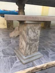 Mesa em pedra pura