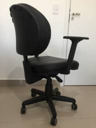 Cadeira Diretor Giratória com Braços Reguláveis Preta