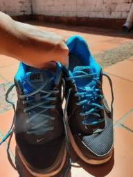 Tênis Nike sem palmilha número 40