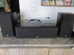 Conjunto de caixas Yamaha NS-C55 - Uma caixa central e duas caixas surround