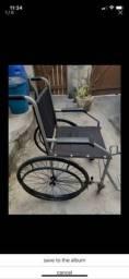 Cadeira de rodas e  outra higiênica  nova