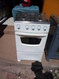 Fogão Dako, funcionando perfeitamente as 4 bocas e o forno, possuí garantia de 1 ano.
