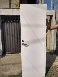 Vendo 5 portas já pintada e com fechadura