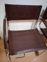 3 Cadeiras de couro novas