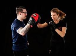 Aula de artes marciais e treino funcional