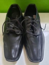 Título do anúncio: Vende-se Sapato Preto Oneself tamanho 38 - Com cadarço