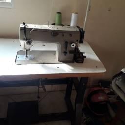 Título do anúncio: Máquina de singer costura e bordado