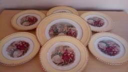 Antigos pratos de porcelana Nadir. Em bom estado de conservação.