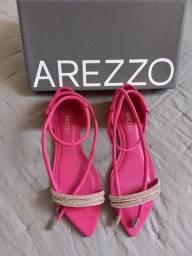 Título do anúncio: Sandália rasteira Arezzo nova