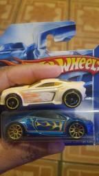 Dois carrinhos Hot wheels