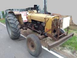 Trator valmet ano 86 por 25 mil reais funcionando 4x2
