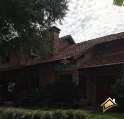 Linda casa em condomínio de alto padrão