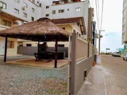 Casa com quiosque em Meia Praia 30mt. do Mar