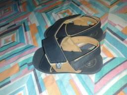 Vendo uma sandália Cartago de menino