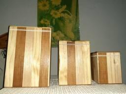 Potes de mantimentos de madeira