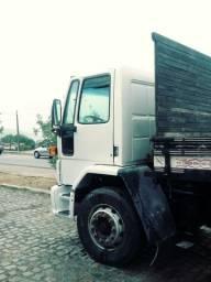 Caminhão ford cargo modelo 32.22