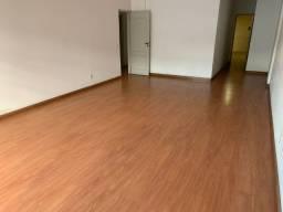 Apartamento no centro de Friburgo com 03 quartos e 02 vagas de garagem