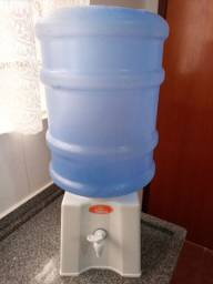Suporte de plástico + galão de água
