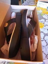 Vendo uma sandália confortável nova nunca foi usada tamanho 38