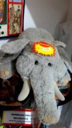 Lindo elefante de pelúcia grande