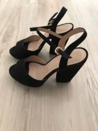 Título do anúncio: Sandália meia bata preta Constance tam.36