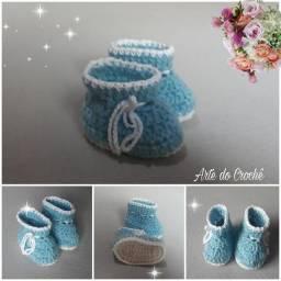 Botinha de crochê para bebê em lã