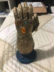 Luva do Thanos Vingadores em Resina