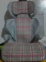 Cadeirinha assento  para carro para crianças acima de 4 anos.
