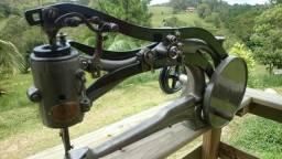 Maquina de costura de 1880.