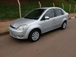Fiesta 2006 1.6 com direção hidráulica vidros elétricos - 2006
