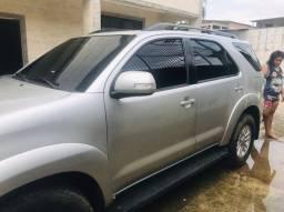 Toyota Hilux SW4 SRV 4x4 turbo diesel 4p 7 Lugares automático $137.000,00
