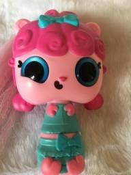 Título do anúncio: Boneca  vira escova de cabelo e boneca cofrinho e mochila