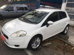 Vendo ou troco Fiat punto 2012 , completo impecável , financio