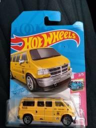 Título do anúncio: Hot wheels Dogde van amarela