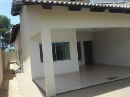 Excelente casa, 3 suítes (1 americana), ampla sala em dois ambientes. Quintal