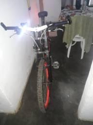 Bicicleta top pronta pra pedalar em asfalto ou estrada de chão