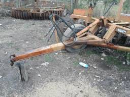Arado Gradeador com rodas usado.