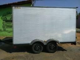 Carretinha trucada com freios hidráulicos com bau térmico 2013